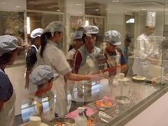 キッザニア『パン工場』のパン製造風景です
