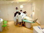 キッザニア『歯科医院』の治療中の風景です
