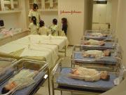キッザニア『病院』の育児看護の風景