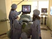 キッザニア『病院』の手術指導中の風景